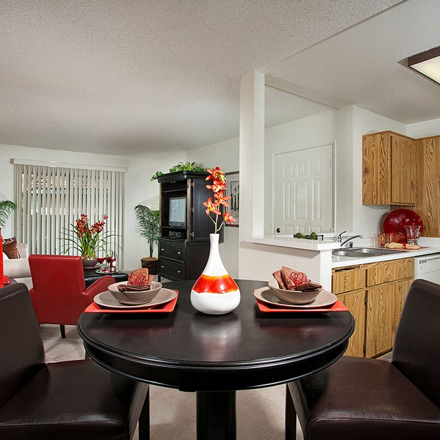 Somerset Apartments - Dining Room