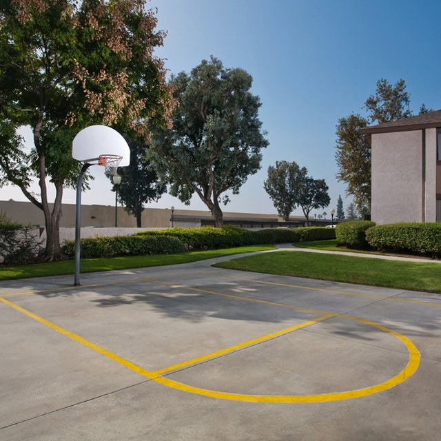 Sycamore Park Apartments - Basketball Court