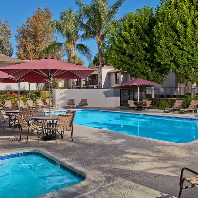 Sycamore Park Apartments - Pool & Hot Tub