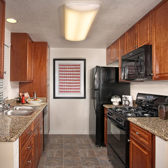 Montecito Apartments - Kitchen
