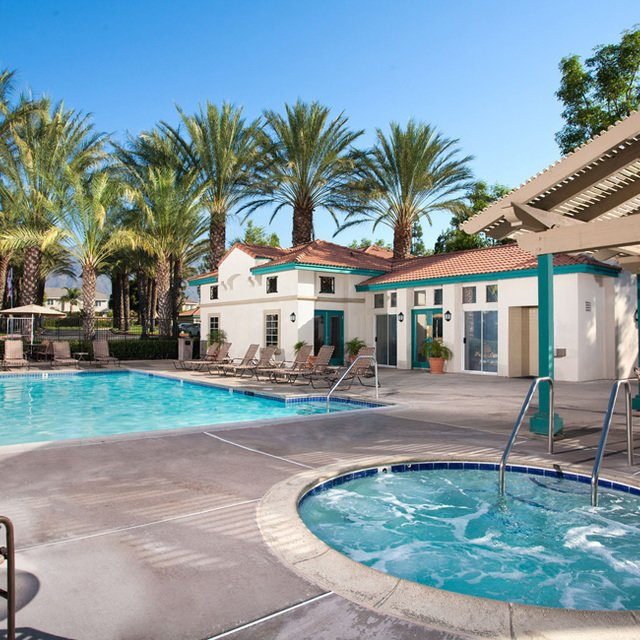 Montecito Apartments - Pool & Hot Tub