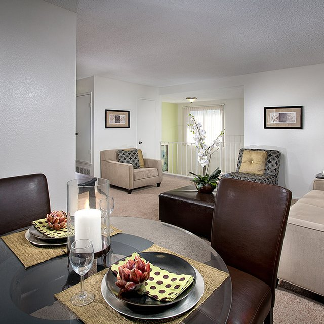 Linden Court Apartments - Dining Area