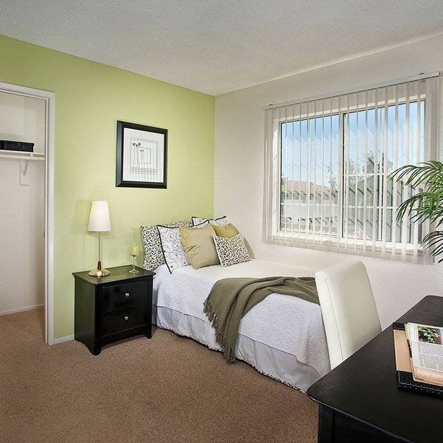 Linden Court Apartments - Bedroom