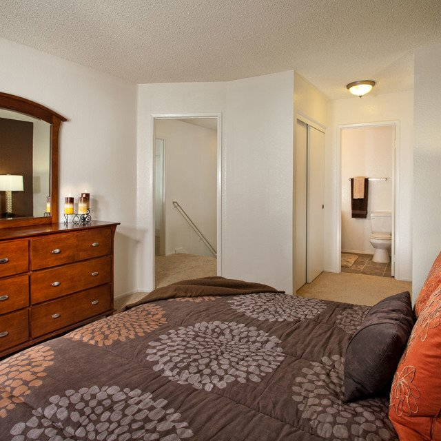 Linden Court Apartments - Master Bedroom