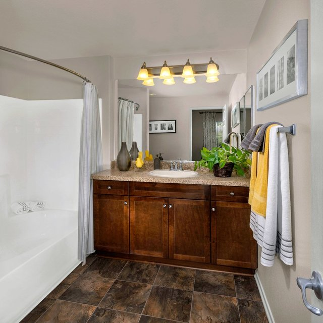 Jamboree Apartments - Bathroom