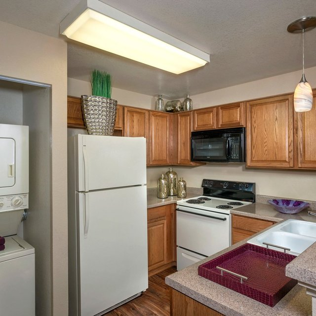 Sahara West Apartments - Kitchen