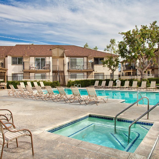 Rosewood Apartments - Pool
