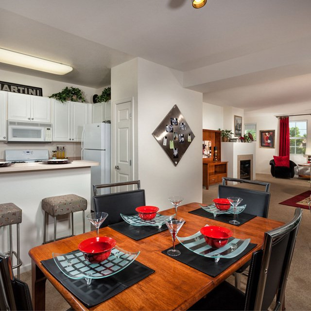 Homecoming at Creekside Apartments - Dining table