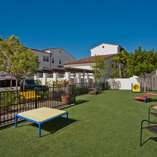 Santa Barbara Apartments - Dog Park