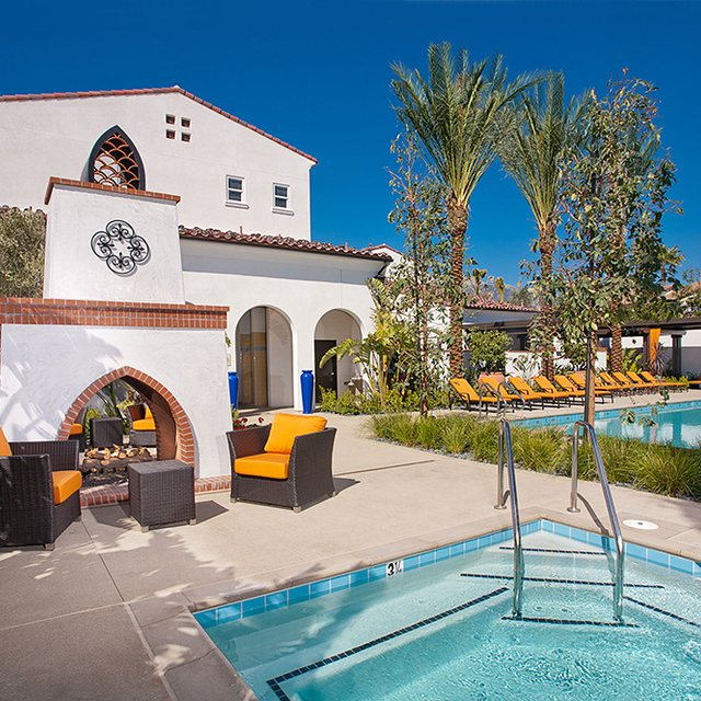 Santa Barbara Apartments - Pool & Hot Tub