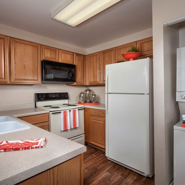 Crystal Cove Apartments - Kitchen