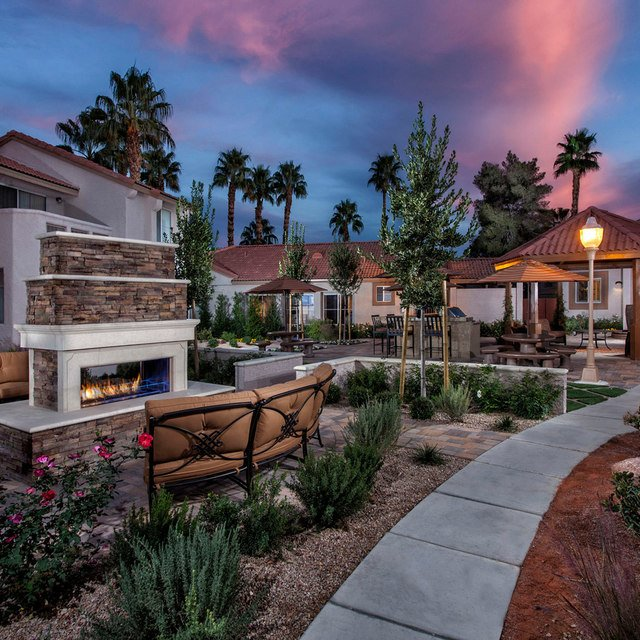 Crystal Cove Apartments - Outdoor Patio