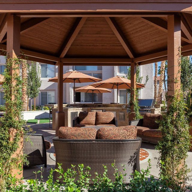 Crystal Cove Apartments - Gazebo with seats
