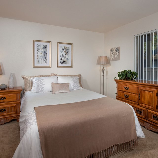 Evergreen Park Apartments - Bedroom with brown drawers