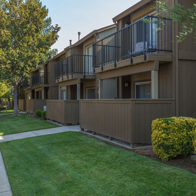 Evergreen Park Apartments - Outdoor walkway