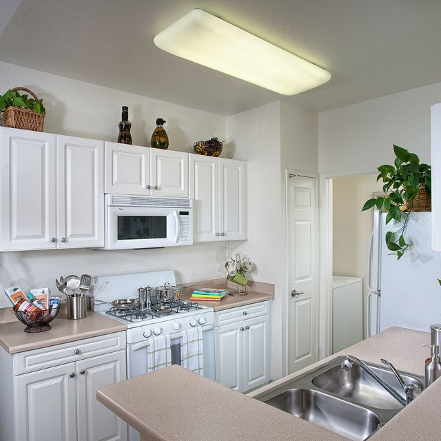 Del Mar Apartments - Kitchen with white cabinets