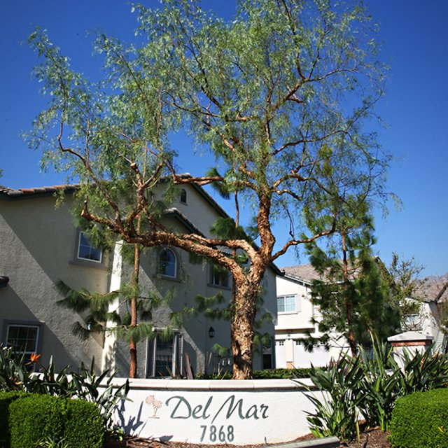 Del Mar Apartments - Welcome sign