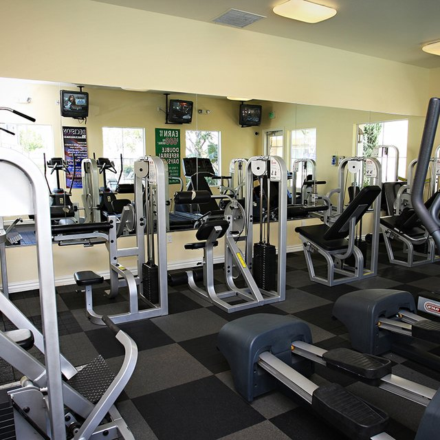 Del Mar Apartments - Fitness center
