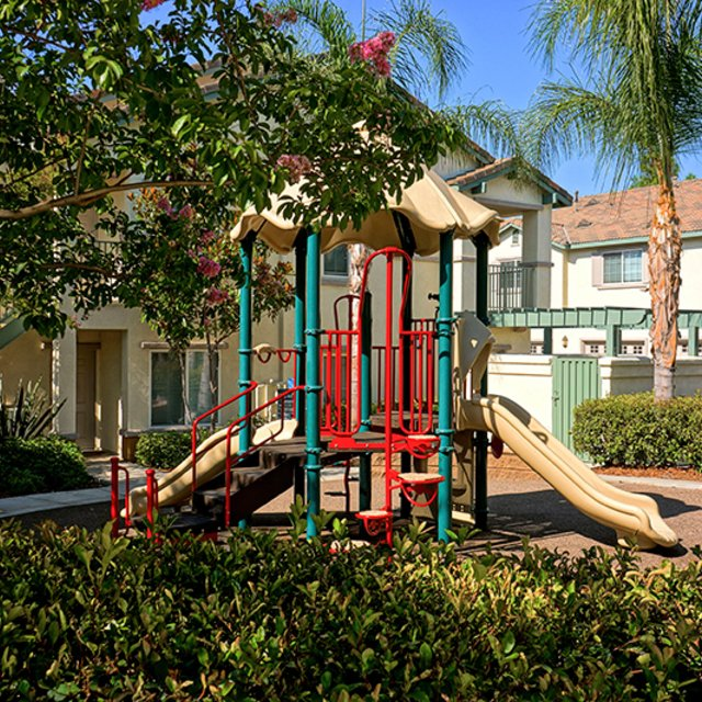Del Mar Apartments - Playground