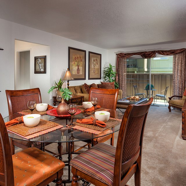 Dining Room | Antelope Ridge Apartments