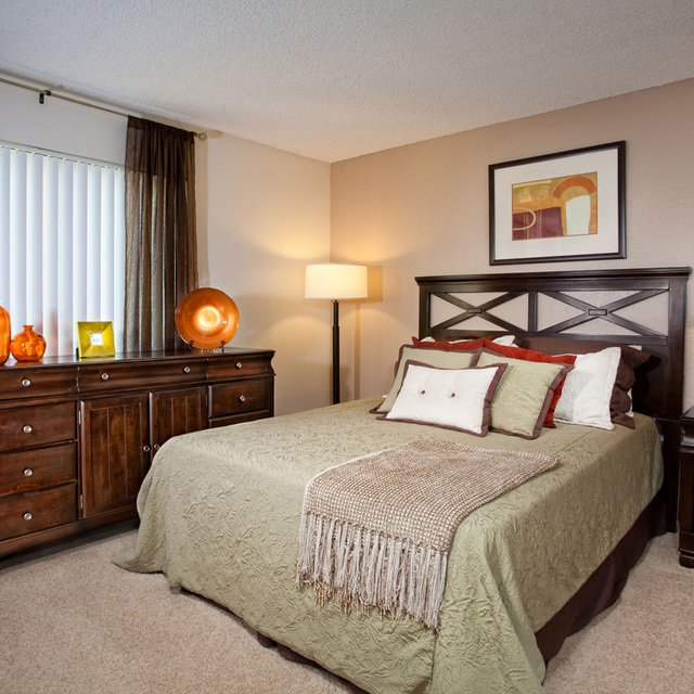 Evergreen Apartments - Bedroom