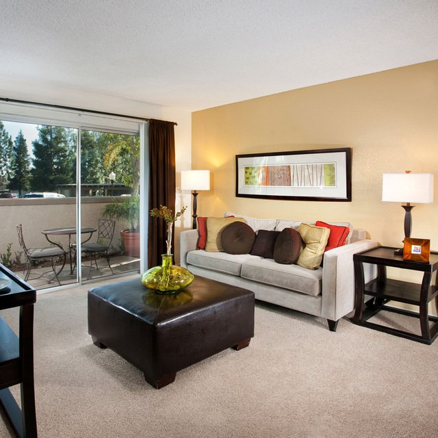 Evergreen Apartments - Living space