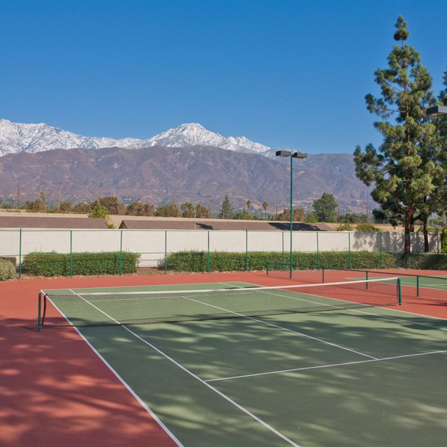 Suncape Apartments - Tennis Court