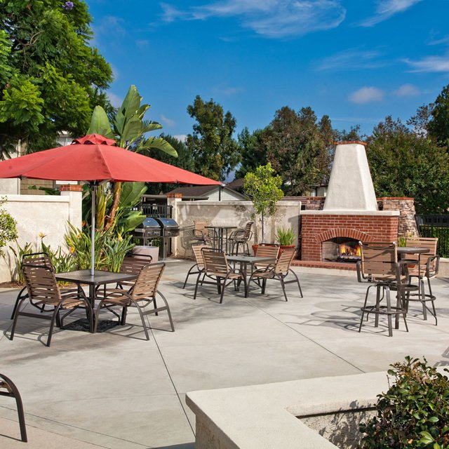 Suncape Apartments - Outdoor Entertainment Area