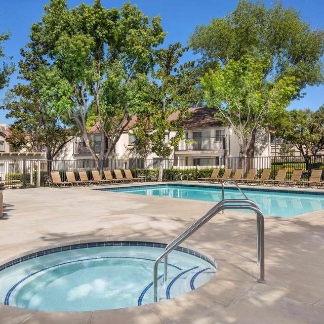 Somerset Apartments - Hot Tub & Pool