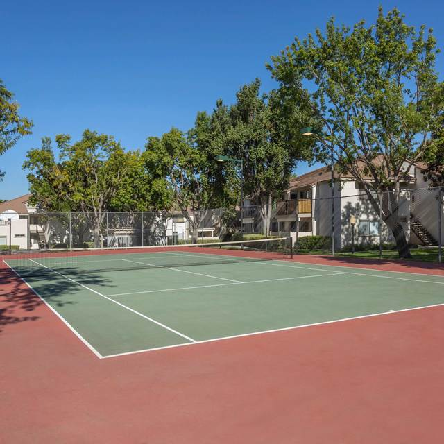 Somerset Apartments - Tennis Court