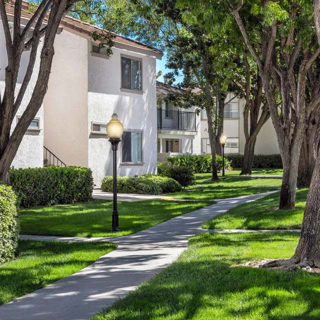 Somerset Apartments - Community Pathway