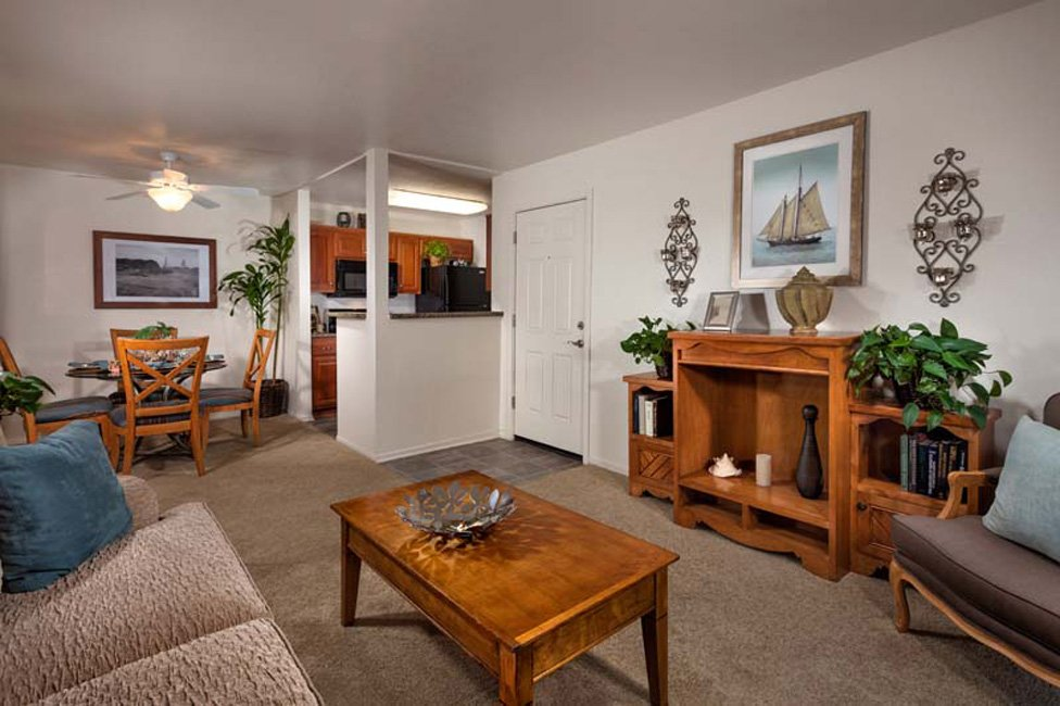 ... Evergreen Park Apartments   Living Space